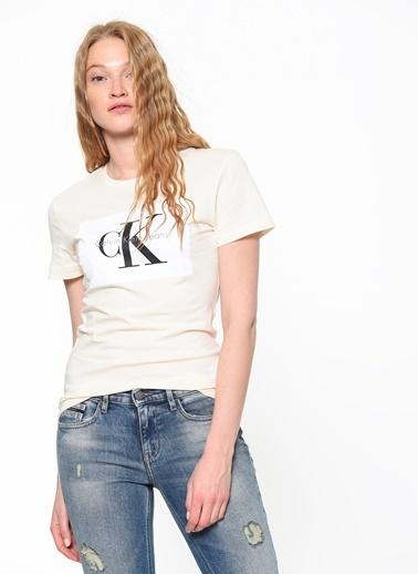 Bisiklet Yaka Baskılı Tişört-Calvin Klein